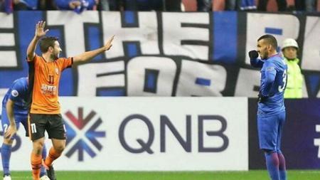 Carlos Tevez gagal membawa Shanghai Shenhua lolos ke fase utama Liga Champions Asia. - INDOSPORT