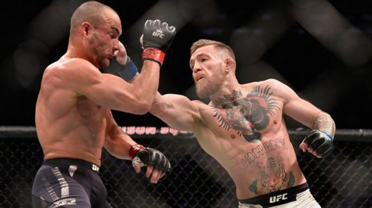 Penampilan Conor McGregor saat melawan Eddie Alvarez. Copyright: mirror.co.uk