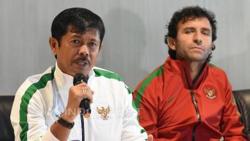 Pelatih Timnas U-19, Indra Sjafri (kiri) dan Pelatih Timnas Senior dan U-22, Luis Milla.