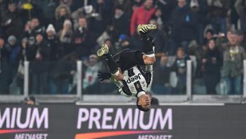 Hernanes rayakan golnya ke gawang Pescara di lanjutan Serie A Italia bulan November silam.