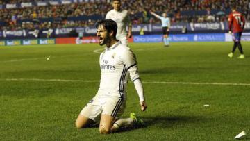 Isco mencetak gol kedua bagi Real Madrid.