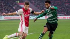Indosport - Klub sepak bola Serie A Liga Italia, AS Roma, kabarnya tengah menaruh minat pada pemain Ajax Amsterdam, Joel Veltman (kiri).