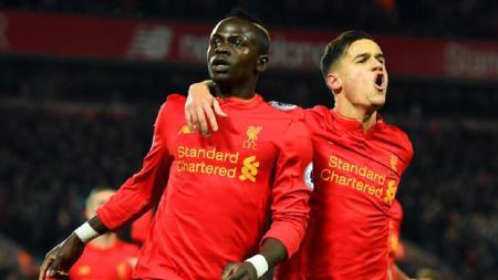 Sadio Mane dan Philippe Coutinho rayakan gol ke gawang Tottenham Hotspur. - INDOSPORT