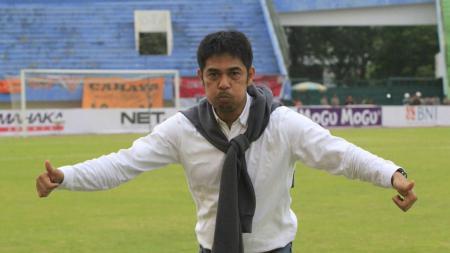 Pelatih baru PS TIRA, Nilmaizar. - INDOSPORT