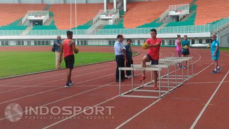 Situasi latihan PB PASI bersama pelatih asing, Harry W Marra. - INDOSPORT