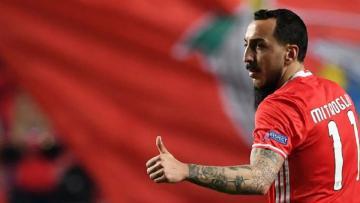 Mitroglou berhasil bawa timnya, Benfica, unggul tipis atas Borussia Dortmund.