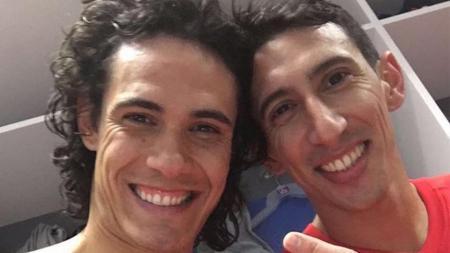 Edinson Cavani dan Angel di Maria merayakan ulang tahun dengan membawa PSG menang atas Barcelona. - INDOSPORT