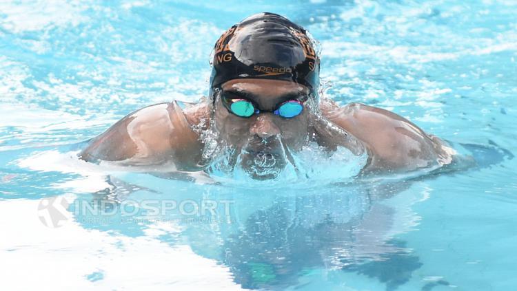 Atlet renang Pelatnas Indonesia untuk SEA Games 2017, Gagarin Nathaniel Yus saat berlatih GOR Soemantri Brodjonegoro, Kuningan, Jakarta.