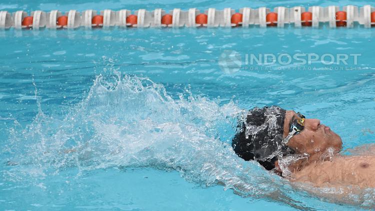 Atlet renang Pelatnas Indonesia untuk Asian Games 2018 Alexander Damanik saat berlatih GOR Soemantri Brodjonegoro, Kuningan, Jakarta.