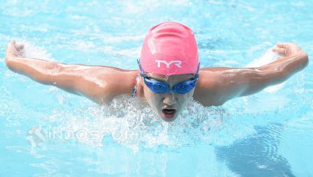 Atlet renang Indonesia, Felicia Angelica saat berlatih di GOR Soemantri Brodjonegoro, Kuningan, Jakarta.
