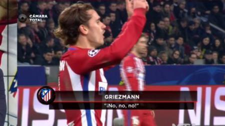 Antoine Griezmaan melakukan penolakan saat Gameiro ditarik keluar oleh Simeone. - INDOSPORT