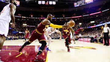 Cleveland Cavaliers menundukkan New York Knicks dalam lanjutan NBA 2016/17.
