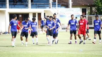 Suasana pemusatan latihan PSM Makassar di Bali.