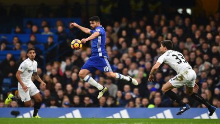 Chelsea imbang 1-1 atas Swansea di babak pertama. - INDOSPORT