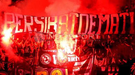 Persib Bandung berharap banyak pada dukungan para Bobotoh di sisa laga kompetisi. - INDOSPORT