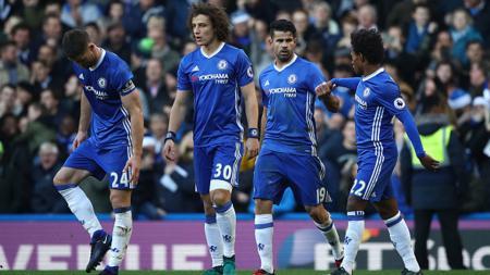 Diego Costa (kedua dari kanan) merayakan gol bersama Gary Cahill (kiri), David Luiz (kedua dari kiri) dan Willian (kanan). - INDOSPORT