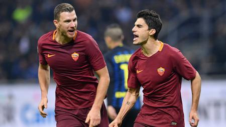 Jelang bergulirnya lagi Liga Europa, Diego Perotti (kanan) selaku winger AS Roma tak sabar lawan mantan klubnya, Sevilla. - INDOSPORT