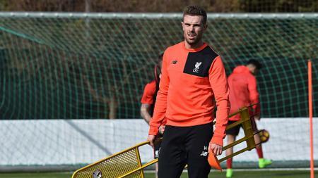 Jordan Henderson anggap laga melawan Watford sudah sangat krusial jelang akhir musim Premier League Inggris 2018/19. - INDOSPORT