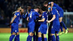 Selebrasi para pemain Leicester City usai bobol gawang Liverpool di babak pertama.