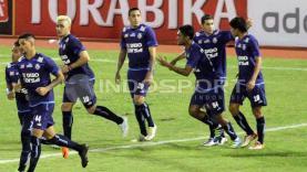 Arema FC saat hadapi Semen Padang di babak perempatfinal Piala Presiden 2017.