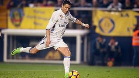 Ronaldo saat mengeksekusi tendangan penalti ke gawang Villarreal