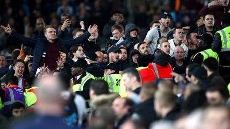 Situasi yang tidak memungkinkan antara suporter West Ham United vs Chelsea. - INDOSPORT