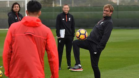 Klub Liga Inggris, Liverpool asuhan Jurgen Klopp, menggelar sesi latihan secara virtual. Sesi tersebut rutin digelar sejak virus corona merebak. - INDOSPORT