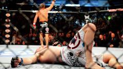 Indosport - Dalam gelaran UFC on ESPN, Sabtu (18/10/19), Greg Hardy gagal meraih kemenangan atas Ben Sosoli usai tertangkap kamera menggunakan alat bantu pernapasan.