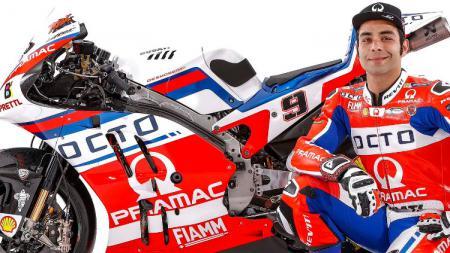 Pembalap Pramac, Danilo Petrucci dalam perkenalan motor baru. - INDOSPORT
