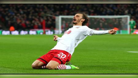 Manolo Gabbiadini melakukan selebrasi di final Piala Liga Inggris. - INDOSPORT