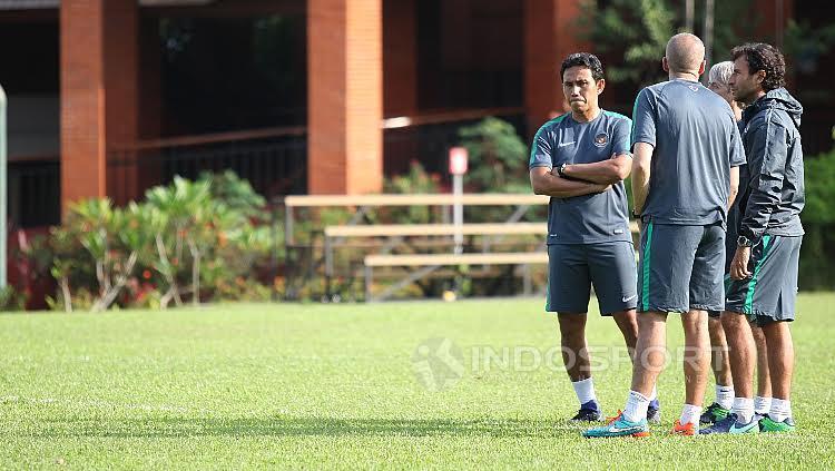 Luis Milla dan para asisten pelatih Timnas U-22 Indonesia.