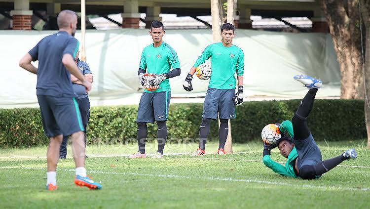 Pelatih Kiper, Eduardo Perez saat melatih empat calon penjaga gawang Timnas U-22.