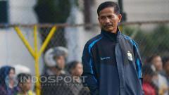 Indosport - Djajang Nurdjaman saat melatih Persib Bandung.