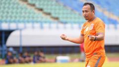 Indosport - Ricky Nelson saat masih menjadi pelatih Borneo FC.