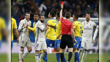 Gareth Bale ketika mendapatkan kartu merah dari wasit di pertandingan Real Madrid melawan Las Palmas.