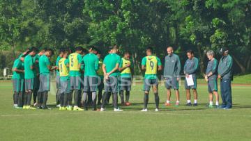 Timnas U-22 berdoa sebelum dan sesudah pertandingan internal.