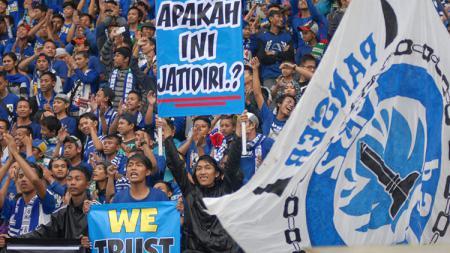 Salah satu kelompok pendukung PSIS Semarang, Panser Biru - INDOSPORT