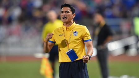 Kiatisuk Senamuang resmi perpanjang kontrak bersama Timnas Thailand selama satu tahun. - INDOSPORT