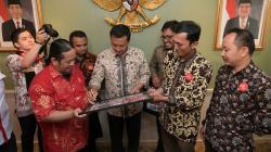 Imam Nahrawi saat menemui perwakilan dari Paguyuban Suporter Timnas Indonesia (PSTI)