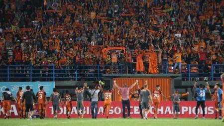 Pendukung PBFC siap oranyekan Pakansari. - INDOSPORT