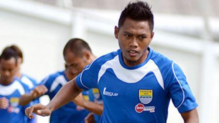 Bek sayap kiri Persib Bandung, Tony Sucipto. - INDOSPORT