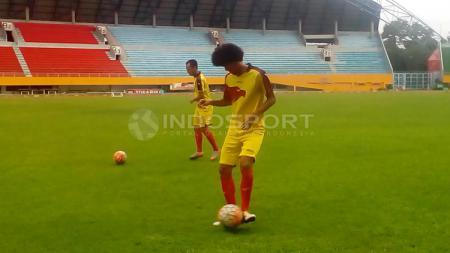 Bek dan gelandang bertahan Sriwijaya FC, Ahmad Maulana. - INDOSPORT