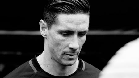 Fernando Torres mengalami cedera bagian kepala. - INDOSPORT