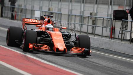 Fernando Alonso saat uji coba Sirkuit Catalunya. - INDOSPORT