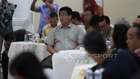 Manajer tim angkat besi, Alamsyah Wijaya (tengah) saat hadir dalam acara Konsolidasi Persiapan SEA Games 2017 dan Asian Games 2018.