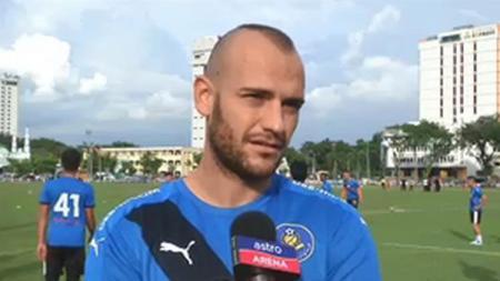 Mantan pemain Arema FC yang kini bermain di klub Malaysia, Pahang FA, Kiko Insa. - INDOSPORT
