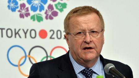 Pejabat senior Olimpiade Internasional, John Coates telah mempersiapkan sejumlah skenario agar Olimpiade Tokyo bisa tetap dilangsungkan meskipun vaksin corona. - INDOSPORT