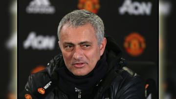Pelatih Manchester United, Jose Mourinho dalam sebuah konferensi pers.