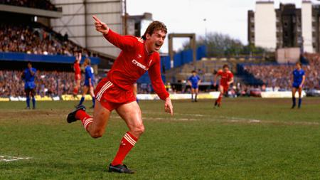 Legenda Liverpool, Kenny Dalglish, dan eks petinggi FA, Greg Dyke, menolak adanya wacana pembatalan Liga Inggris musim 2019-2020. - INDOSPORT
