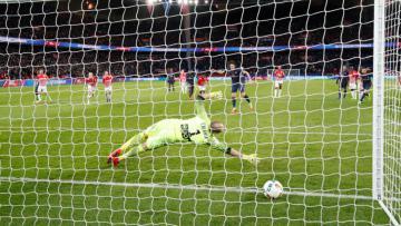 Penalti Edinson Cavani menangkan PSG atas Nancy.